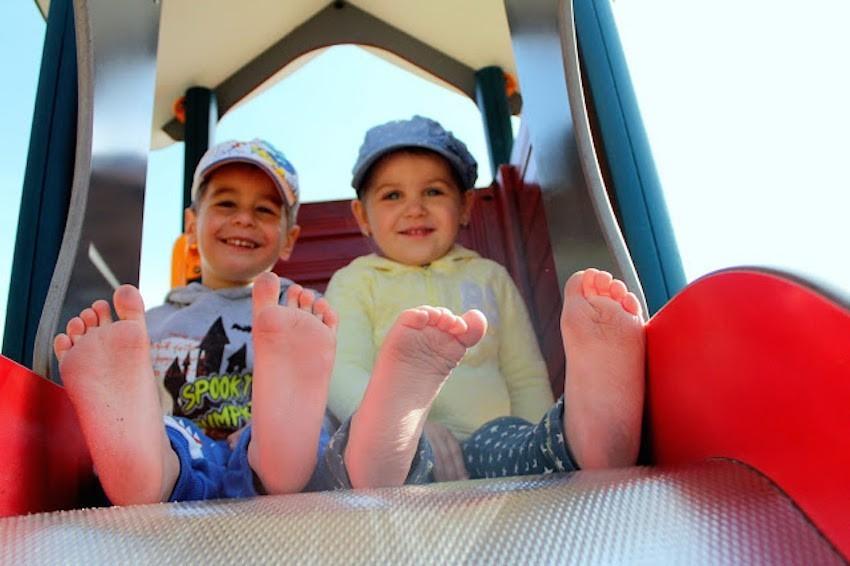 e51035fab525 V roce 2013 jsem neměla tak dlouho od státnic z pediatrie a nejen školou  jsem formovala své názory ohledně dětského vývoje. Nohy ...